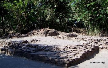 Photo: Makam Raja Sanrobone Pertama, Dampang Panca Belong. Lokasi : Sanrobone, Takalar, Indonesia. Dampang Panca Belong bersaudara dengan Dampang Kurawu, Dampang Ko'mara, dan Dampang Bulusaraung. http://nurkasim49.blogspot.gr/2011/12/ii.html