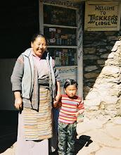 Photo: Die Lodgebesitzerin mit Ihrer kleinen Tochter