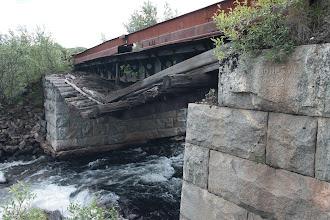 Photo: Этот мост был построен немцами в 1942 ,о чём свидетельствует гравировка на фундаментном блоке из гранита.