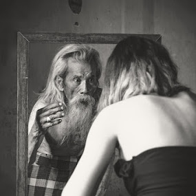 Magic Miror by Andi Kurniadi - Black & White Portraits & People ( mirror, reflection, black and white, people,  )