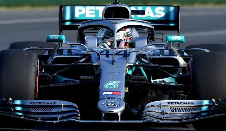 Lewis Hamilton snatches pole position for Australian Grand Prix