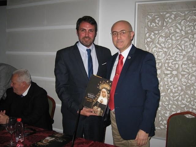 Javier Morcillo, hermano mayor de Soledad, junto a Fernando Salas Pineda.