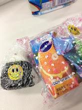Photo: 旅のはじまり。お楽しみ袋とおにぎり。 ひろちゃんいつもありがとう!6/1