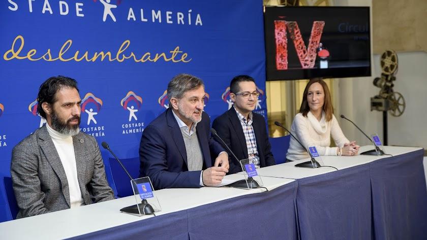 Momento de la presentación de la gala que se celebrará mañana  en Roquetas de Mar.