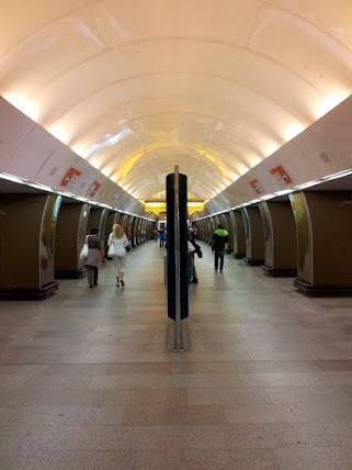 (Foto:Podzemna postaja v Pragi, Češka republika, zajeto z DSLR kamer)