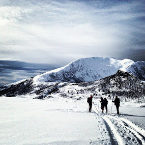 Skiers on a mountain trip by Fredrik A. Kaada - Instagram & Mobile iPhone ( sosialt, godturgjeng, fjell, heltekte, turglede, tur, natur, landsm, dntung )
