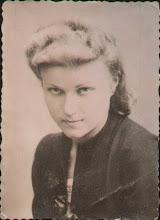 Photo: Stanisława Dąbrowska (* 1920, +2002) - córka Karola Dąbrowskiego i Izabeli z.d. Rauth. Wyszła za mąż w 1945 r. za brzozdowianina Karola Suchorowskiego (s. Katarzyny i Antoniego).