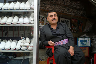 Photo: Traditional shoe seller, Erbil, South Kurdistan (Iraq), 2011