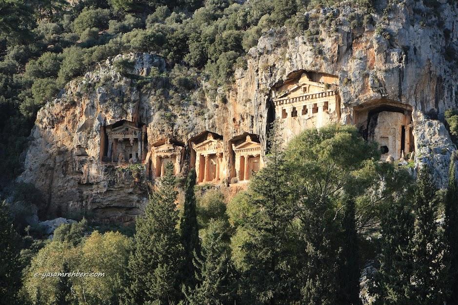 dalyan kaunos antik kenti kaya mezarları