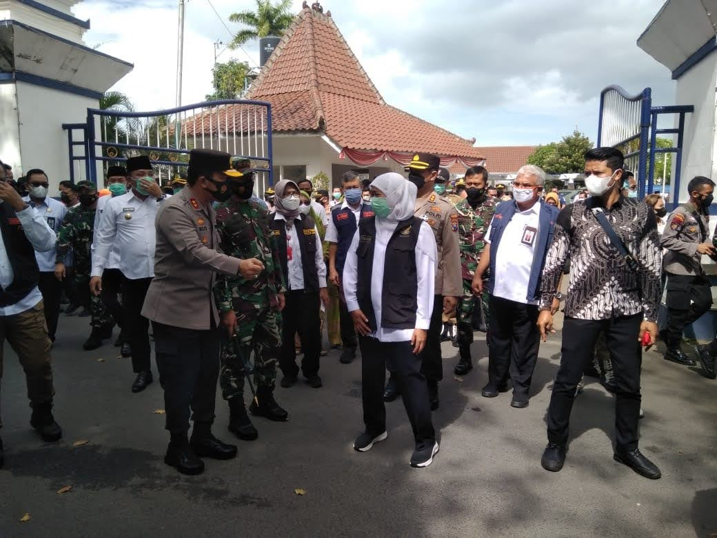 Gubernur Jawa Timur Pantau Vaksinasi Massal Di Kabupaten Sampang