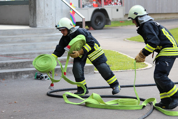 Teamwork der Feuerwehr Schenkenbergertal