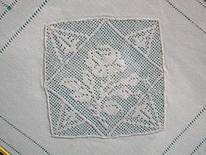 Photo: altro angolo di lenzuolo contornato da orli a giorno