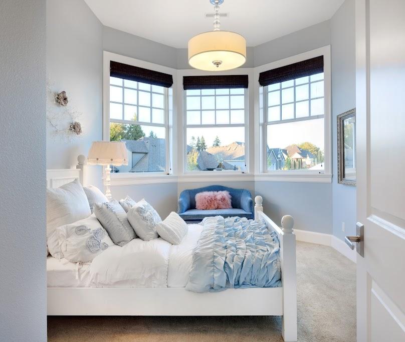 Jasny kolor powiększa optycznie mały pokój