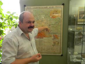 Photo: Нашим гидом по музею стал его директор - Юрий Дмитриевич Обухов. Сейчас он нам показывает, что, увы, не всегда карты достоверны...