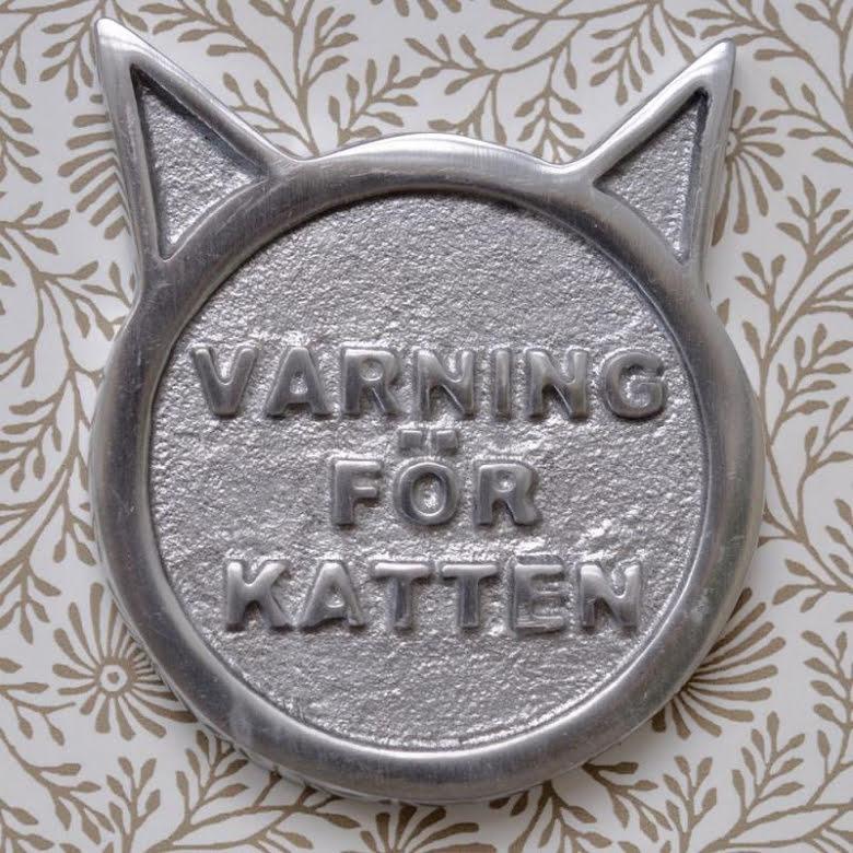 Skylt Varning för katten tillverkad i aluminium