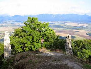 Photo: 24.Ruiny Zamku Zniev. W dole Turczańska Kotlina. W oddali na horyzoncie Wielka Fatra.