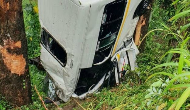 WATCH | Nosediving Durban taxi leaves 13 injured - TimesLIVE