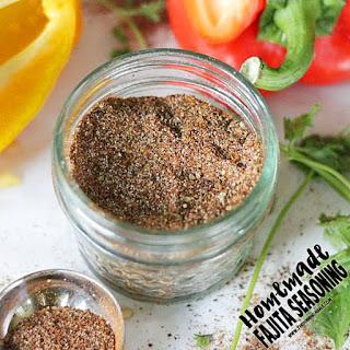 Homemade Fajita Seasoning Mix {Paleo, Whole30 Compliant}.