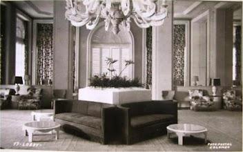 Photo: Lobby do Palácio Quitandinha. Foto de Frank Scherschel