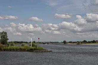 Photo: Nederland Rivierenland  Bron: www.picturesofholland.nl  .