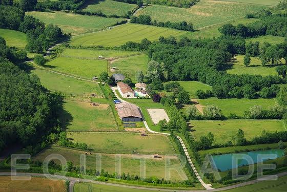 Vente propriété 18 pièces 907 m2