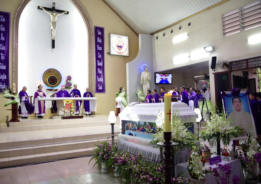 Thánh lễ an táng Cha Giuse Trần Ngọc Tâm - Chánh xứ Xuân Đức - Ảnh minh hoạ 25