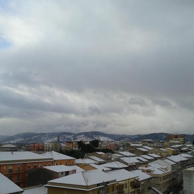 Montagne innevate dalla mia casetta  di emanuelapagano_