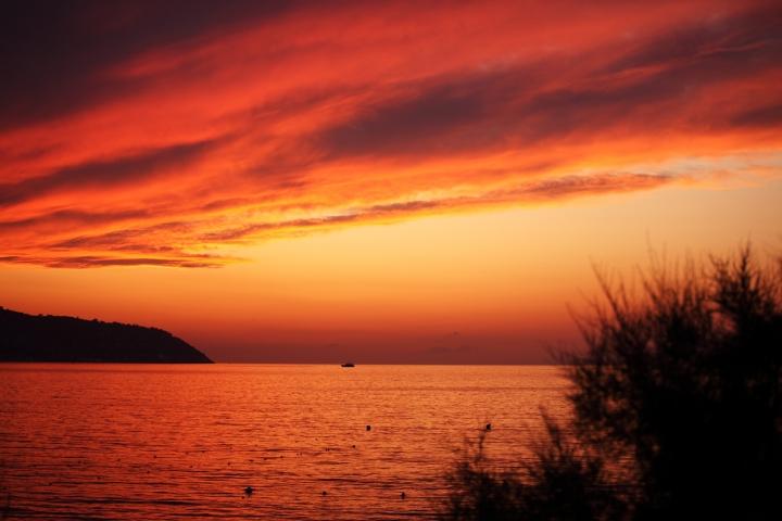 Red in evening... di macro80