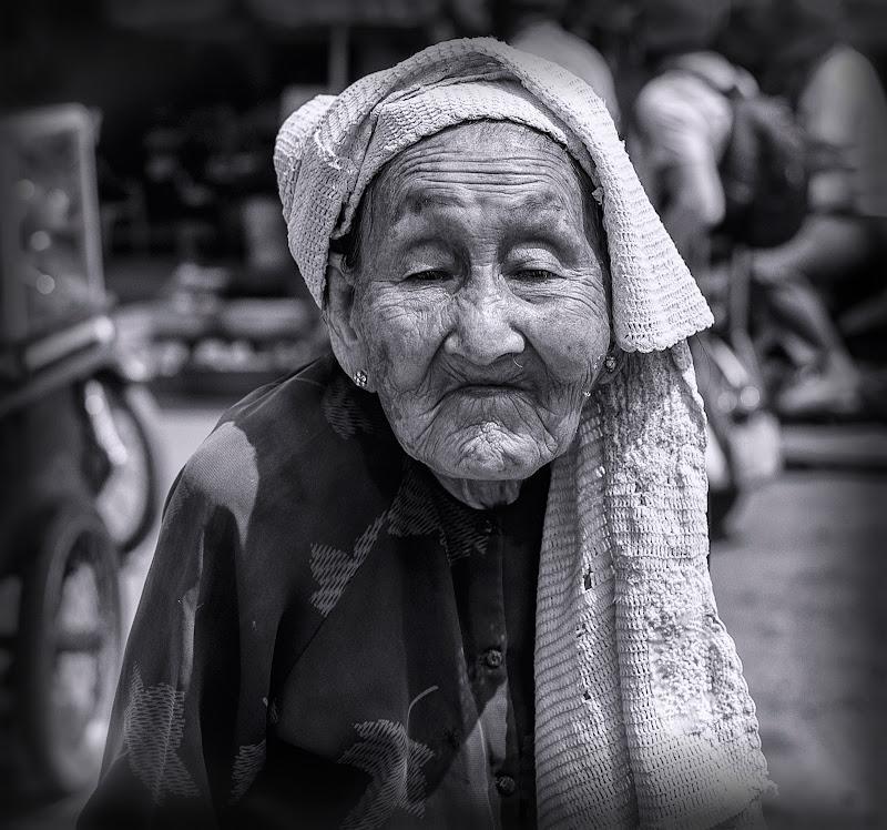 Una ruga sul viso di una donna non è sinonimo di vecchiaia, ma indice di dolcezza. di Sarett@