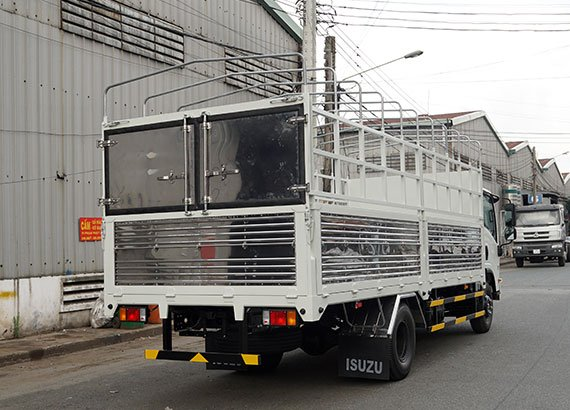 ngoại thất xe tái Isuzu 5t5