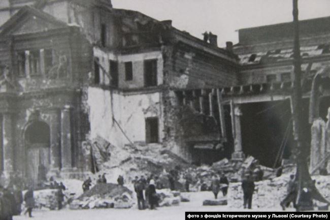 Зруйнований залізничний вокзал у Львові. Вересень 1939 року