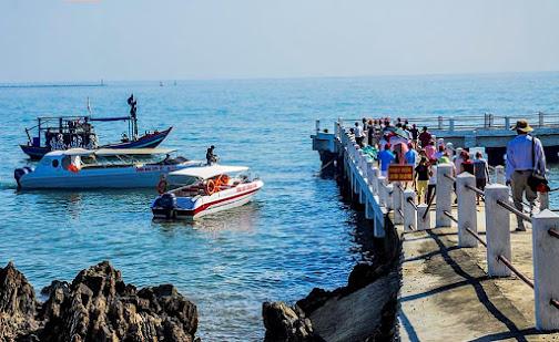 Du khách hành trình thăm đảo Ngư tại cảng du lich Lan Châu