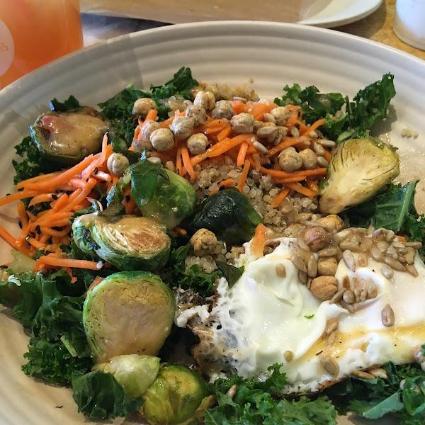 Power bowl with quinoa