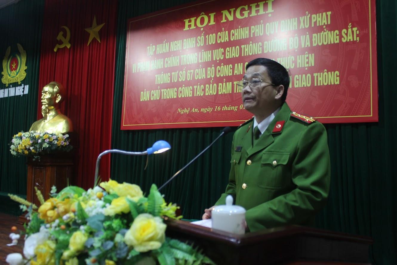 Đồng chí Đại tá Nguyễn Mạnh Hùng, Phó Giám đốc Công an tỉnh phát biểu khai mạc