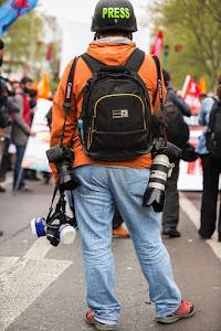 persfotograaf wacht ontspannen op het juiste moment