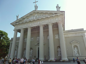 Photo: Vilnius Cathedral dates from the 1700's.  Closed by the Soviets in 1950 and later used as a picture gallery, it is once again a Catholic Cathedral and Lithuania's main basilica.