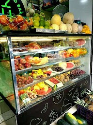 U Juice & Salad Bar photo 4