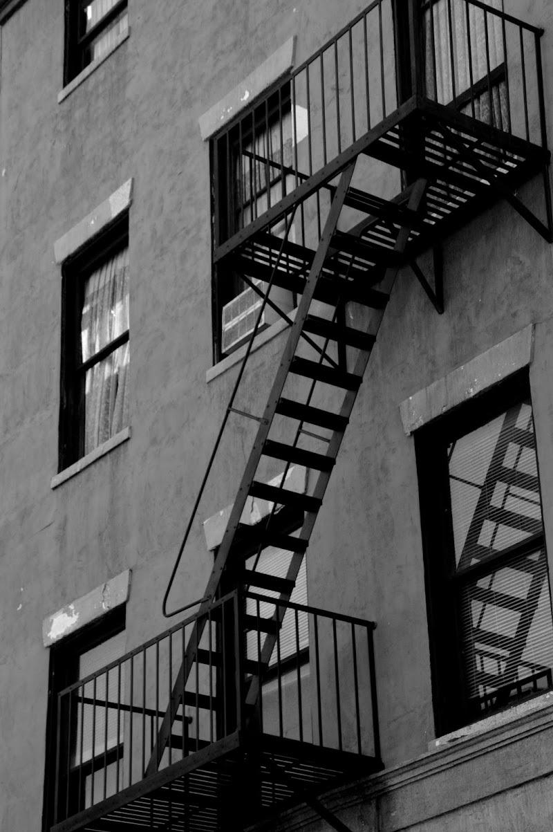 Scale a muro di Stefano Mondini