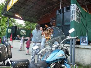 Photo: Někdo dorazil i na motorce.