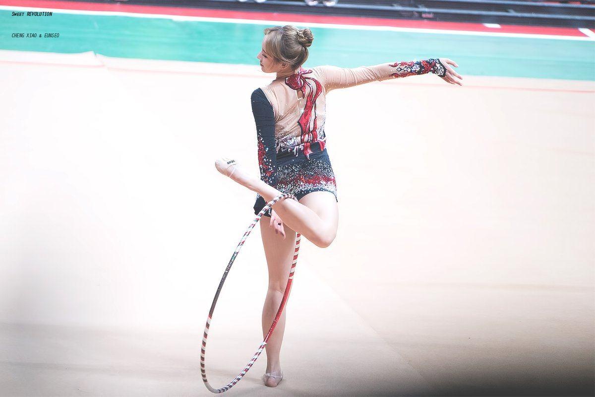 Cosmic Girls Cheng Xiao Incredible Gymnastics Routine Left