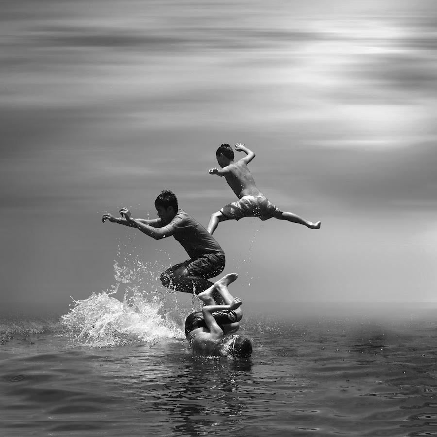 free jump by Robby Montolalu - Black & White Street & Candid ( sangihe, indonesia, north sulawesi, tahuna )