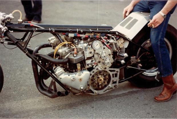 Double moteur Triumph Pré-Unit à compresseur.
