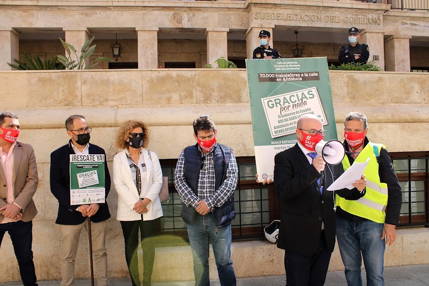 El presidente de Ashal, Pedro Sánchez-Fortún, leyendo el manifiesto.