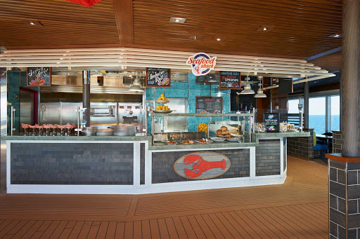 carnival-panorama-Seafood-Shack.jpg - Seafood Shack on Carnival Panorama offers favorites like crab cake sliders and lobster BLTs in a casual setting.