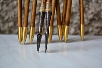 Photo: Arrows «Algiz». Pine wood. Spindle shaft. Gold painting. Sinew bandage. Horn inserts Linseed oil finishing.