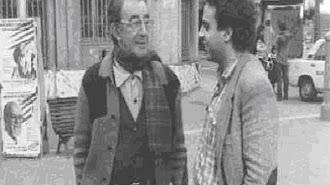 Manuel Moreno Mauricio y el prestigioso periodista Juliana, tras el triunfo socialista de 1982 / Foto de La Vanguardia y Museo de Badalona
