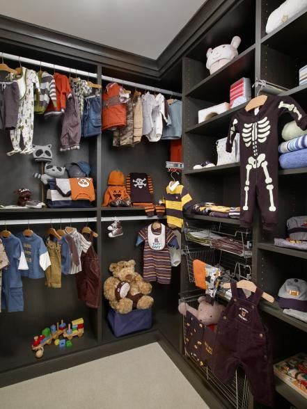 Black Interiors Can Fit Your Kid's Walk-in Closet