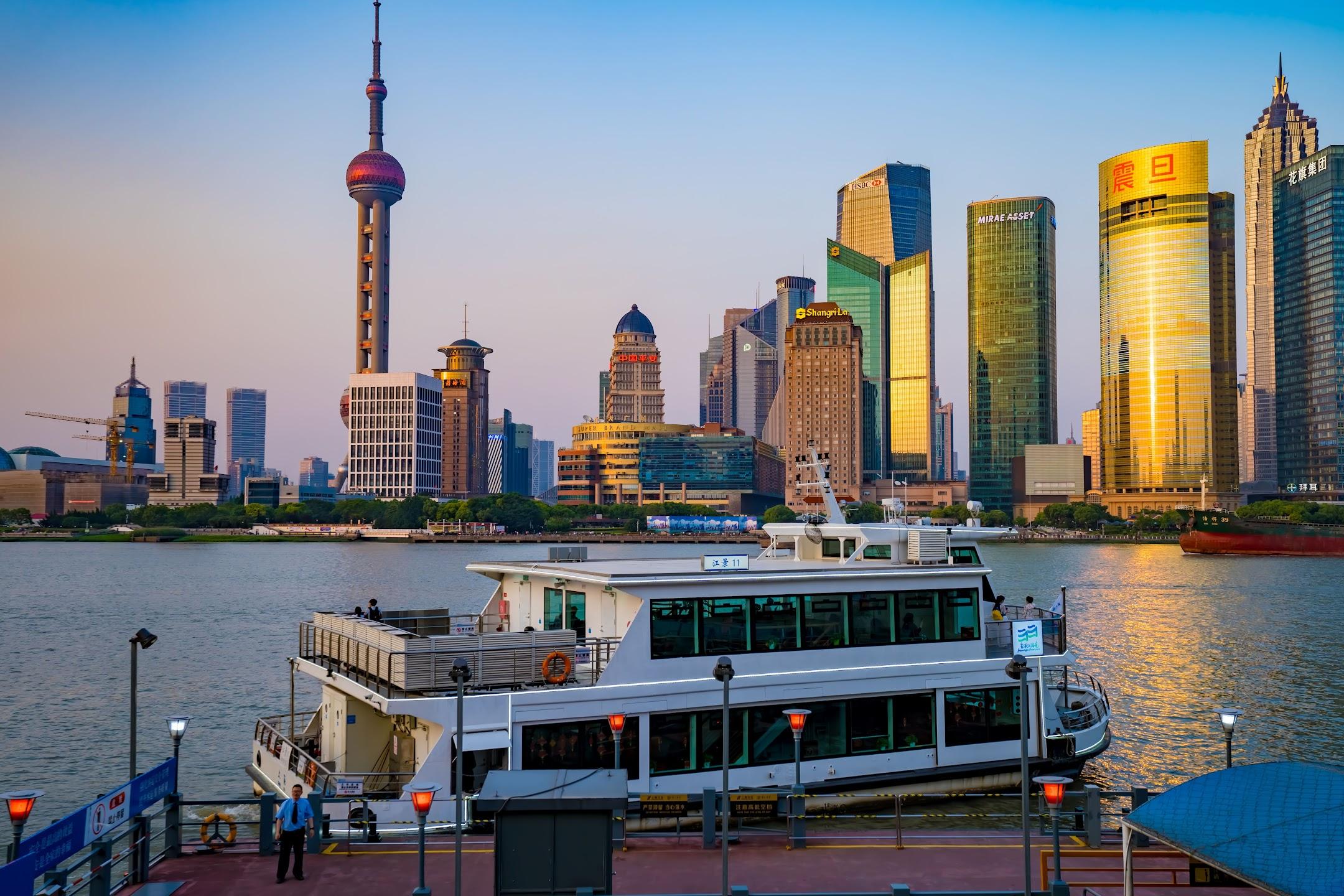Shanghai Waitan (The Bund) ship