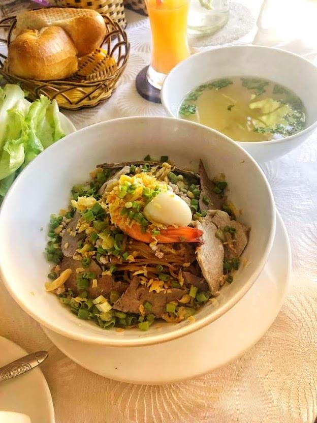"""Hủ tíu Nam Vang khô  nhà hàng """"Hoa Violet ngày thứ tư"""""""
