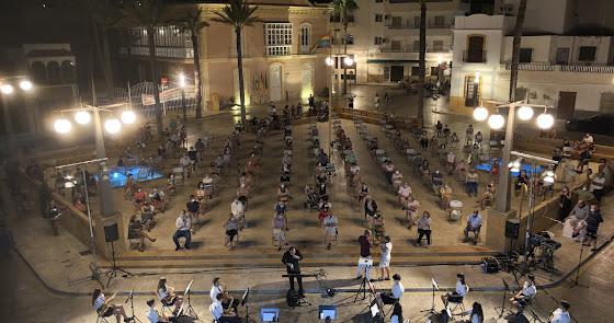 La Banda Municipal vuelve a llenar de música las calles de Carboneras